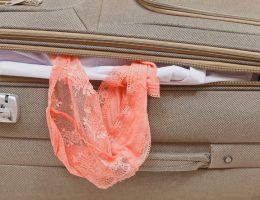 Saiba como arrumar lingerie na mala de viagem